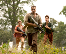 Tris (Shailene Woodley), Four (Theo James, center), Caleb (Ansel Elgort, right) in THE DIVERGENT SERIES: INSURGENT. Photo Credit: Andrew Cooper