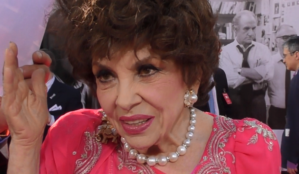 Charlotte R ling W165429 likewise Gina Lollobrigida Dazzles On The 2016 Tcm Classic Film Festival Red Carpet As She Talks The Fest And Her Fans likewise Britney Spears Doesnt Remember Meeting Taylor Swift W432029 as well Bryshere Y Gray 25 Things You Dont Know About Me W167666 together with Oscars 2015 Red Carpet. on oscars red carpet 2017