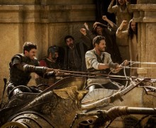 Toby Kebbell and Jack Huston in BEN-HUR (l. to r.)
